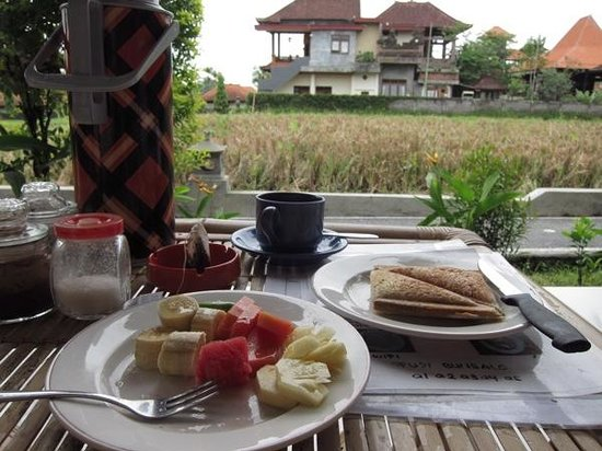 Puji Bungalow: breakfast at private terrace