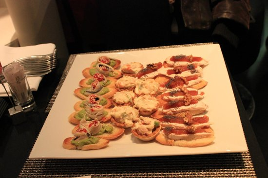 Melia Madrid Princesa : Tapas in Uno Bar