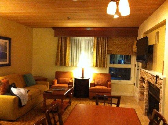 Marriott's StreamSide Douglas at Vail : Living room