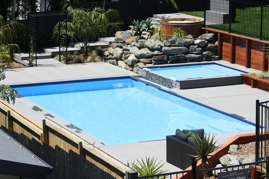Havelock Motel and Motor Lodge: Heated Mineral Pool and Hot Tib