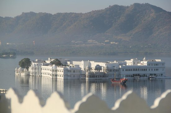 Hotel Krishna Niwas: Rooftop restaurant view