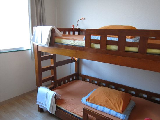 J-Hoppers Osaka Guesthouse: Twin Private Room - Clean & spacious!