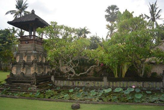 The Oberoi Bali: Entrance drive way