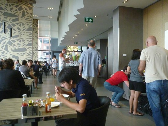 Holiday Inn Express Bangkok Siam: Breakfast