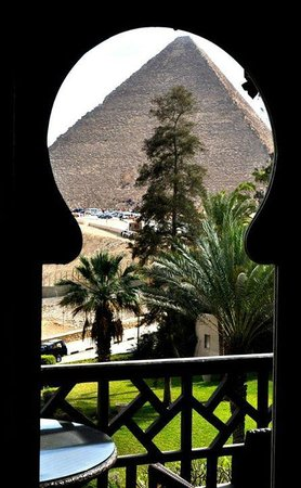 Mena House Hotel: Looking through the window