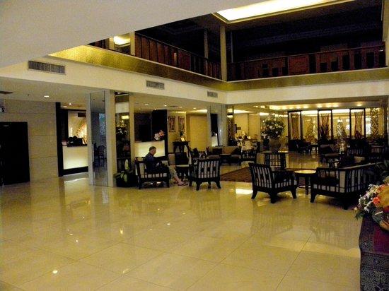 Amora Resort Tapae Chiangmai : le hallde l'hôtel