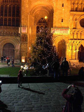 Lincoln Christmas Market : Christmas tree at West Front of Cathedral