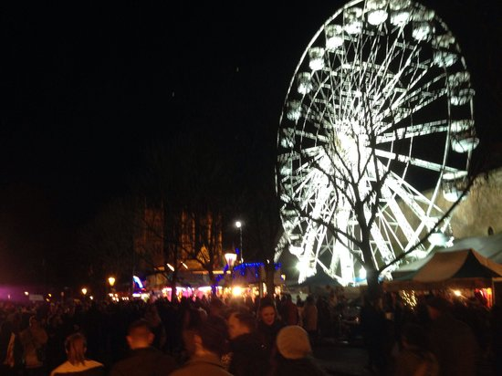 Lincoln Christmas Market : The big wheel - Cathedral in background