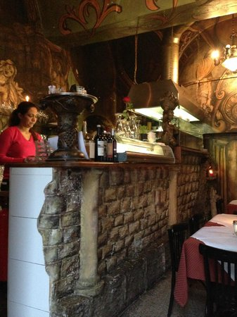 """Cantinetta La Norma: The local """"mama"""" behind the counter"""