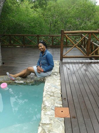 La Kruger Lifestyle Lodge: Beautiful swimming pool and surroundings