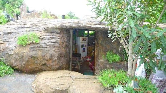 Inkunzi Cave & Zulu Hut