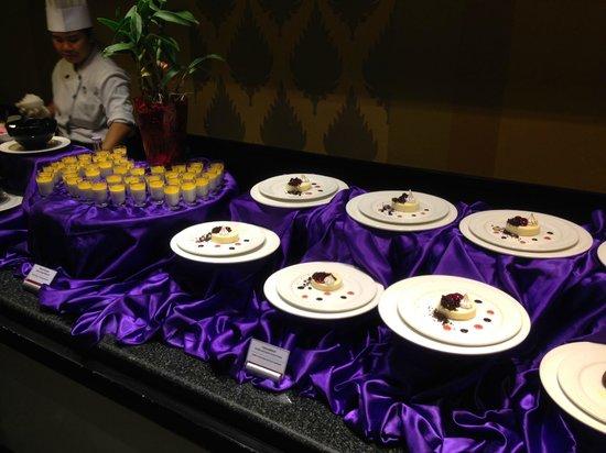 Club Med Phuket: Buffet dinner at The Mamuang