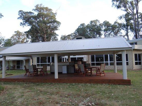Inn the Tuarts Guest Lodge Busselton : Barbecue Area