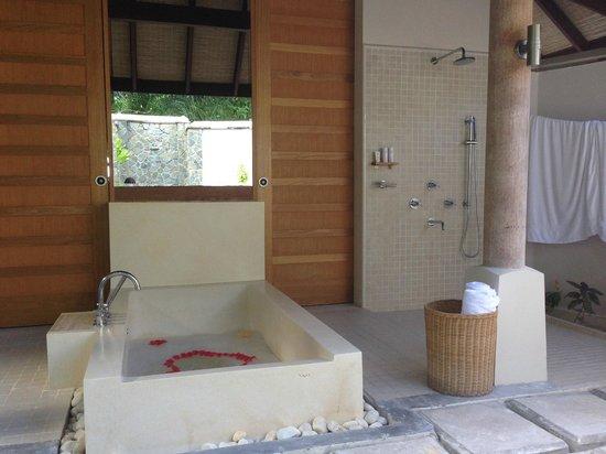 LUX* South Ari Atoll : Bathroom