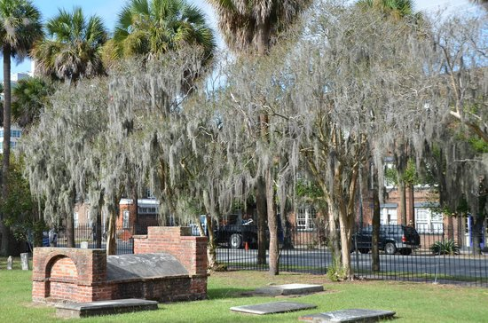 Colonial Park Cemetery: Unususal graves.