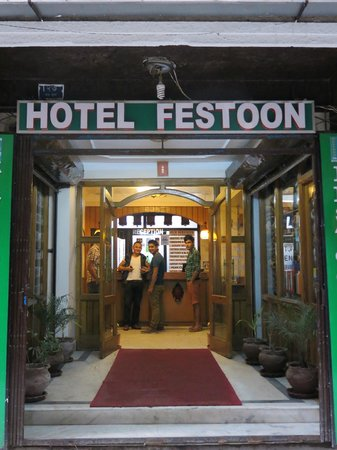 Festoon Hotel: The front