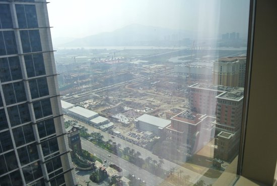 Conrad Macao Cotai Central: Room with a view.Even-numbered Room get the Venetian view