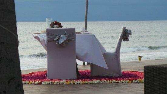 The Samaya Bali Seminyak: special dinner preparation by the beach (honeymooners or so)