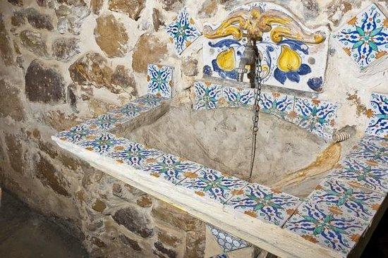 Particolare panchina decorata con maioliche siciliane foto di le