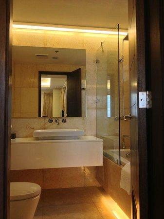 Armada Hotel Manila: Lovely bathroom