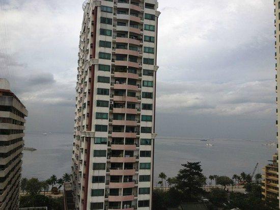 Armada Hotel Manila: Sea view