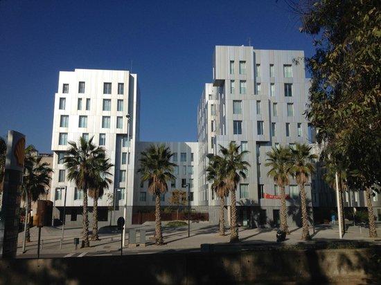 Lugaris Rambla: apartment buildings