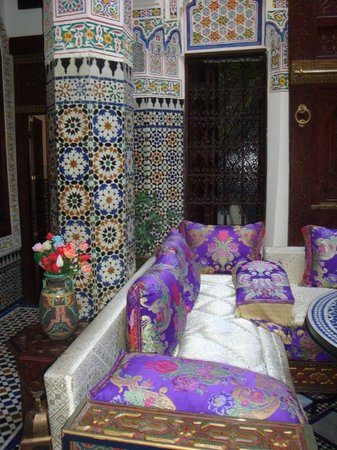 Riad Rcif: salon du patio