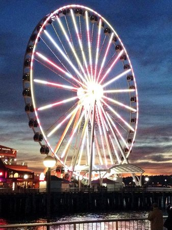 Saratoga Inn: Seattle Ferris wheel