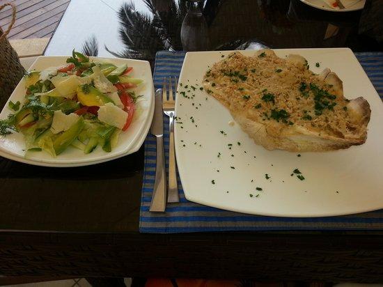 Sails Beach Bar & Restaurant: crab au gratin, yum!
