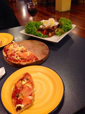 Filadelfio's Restaurant : Yummy beef salad and pizza