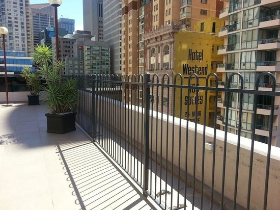 Metro Hotel Marlow Sydney Central: Fence