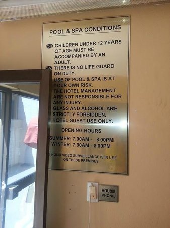 Metro Hotel Marlow Sydney Central: Pool sign