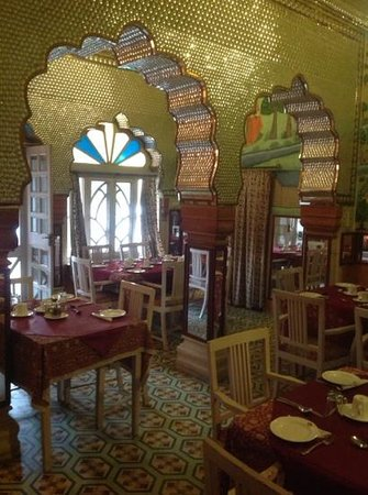 Bissau Palace: mirror dining room