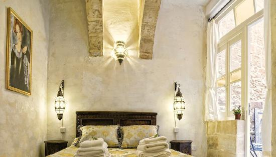 Casa Cornelia : 450 year old room