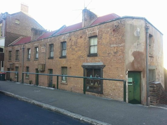 I'm Free Walking Tours: One of oldest Sydney buildings
