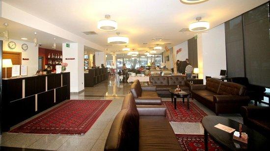 Hotel Kras: 酒店大廳和餐廳