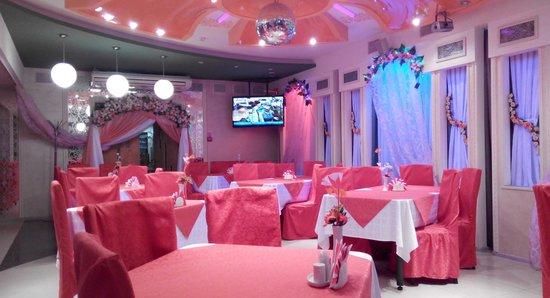 Sputnik Hotel : ресторан