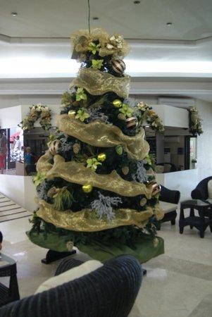 Hotel Los Cocos: Ein Weihnachtsbaum in der Hotelhalle