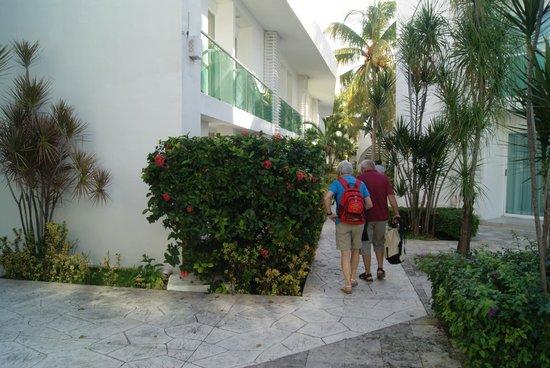 Hotel Los Cocos: Die Hotelanlage, rechts w Mitreisende