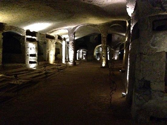 Catacombe di San Gennaro : One of the main chambers of catacombes di San Genaro