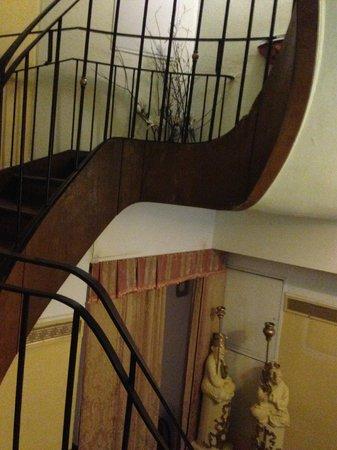 Hotel Lux: Escaleras