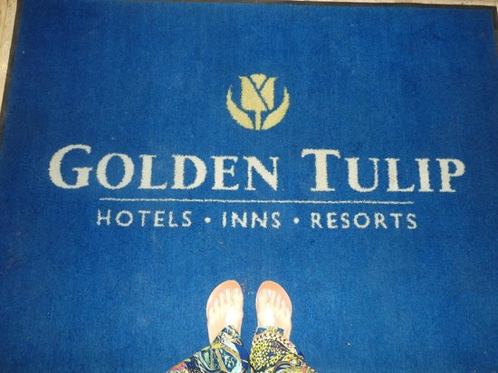 Golden Tulip Farah Marrakech: the carpet and my feet before the entrance