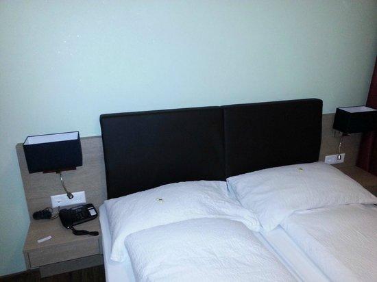Alexander Hotel: Bett