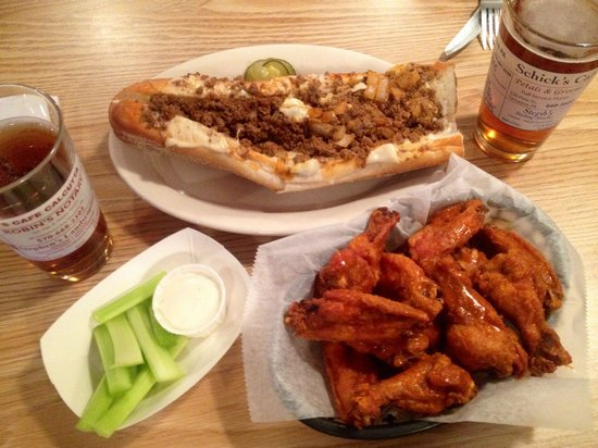 Schick's Cafe Calcutta : Schick's steak wings and a couple a beers