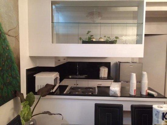 Prince Plaza II: Kitchen