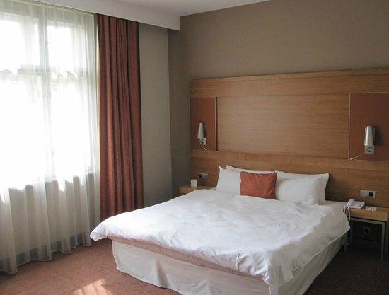 Mercure Ostrava Center : Zimmer zur Strasse