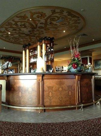 The Heritage Killenard: grand bar
