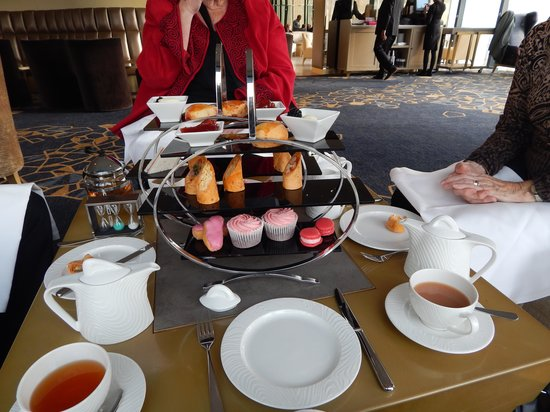 Hilton Manchester Deansgate : afternoon tea at Cloud 23