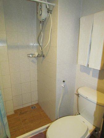 Lamphu Tree House: good shower