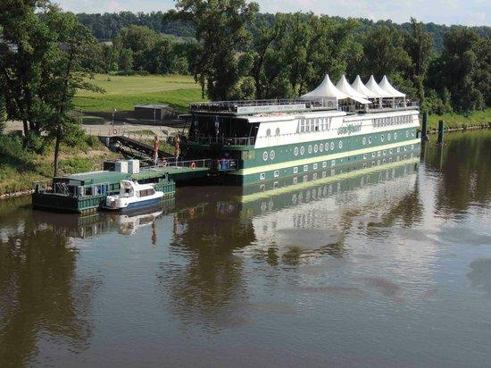 Greenyacht Hotel : auf der Moldau